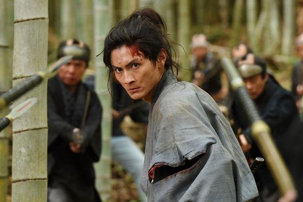 親の残した借金から逃げるように長州を脱藩した清川多十郎(高良健吾)