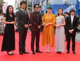 島ぜんぶでおーきな祭のレッドカーペットを松本穂香、松井玲奈らドレス姿の女優たちが美しく彩る!