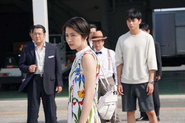 ドラマに引き続き、長澤まさみ、東出昌大、小日向文世演じる3人組が活躍!(『コンフィデンスマンJP』)