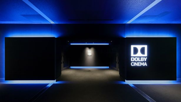 """【写真を見る】""""映画の世界""""への入口も、スタイリッシュでラグジュアリーなデザインに"""