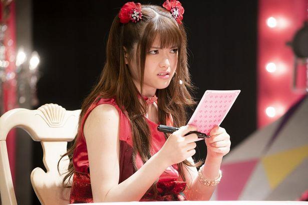 【写真を見る】ドラマseason2から登場の夢見弖ユメミ。演じる松村沙友理の表情は夢子以上のインパクト?(ドラマseason2第3話より)