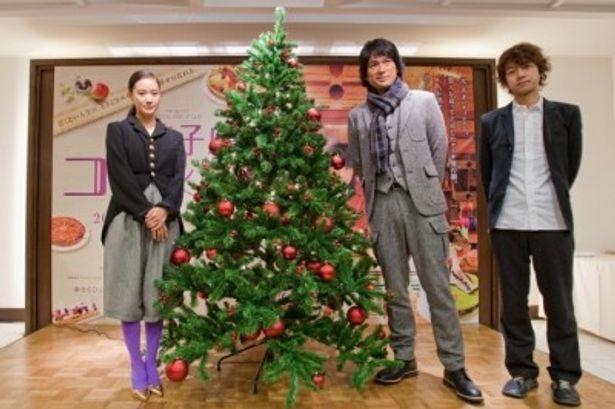 『洋菓子店コアンドル』の記者会見に出席した、左から、蒼井優、江口洋介、深川栄洋監督