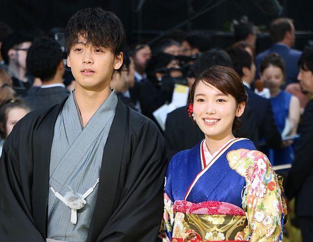 日本語吹替版でティム役を担当した竹内涼真、ルーシー役の飯豊まりえ