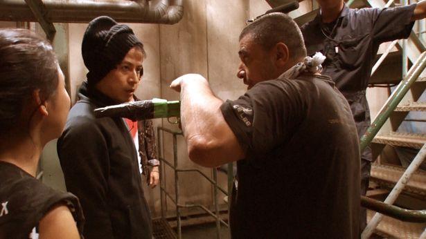 【写真を見る】撮影直前までアクションチームとディスカッション!岡田准一の本気アクションに注目