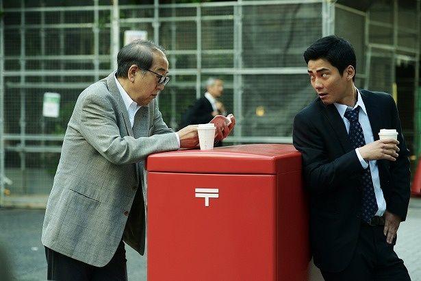 ベテラン刑事の柳公三郎(岸部一徳)と新米刑事の前田俊(毎熊克哉)が事件を捜査する