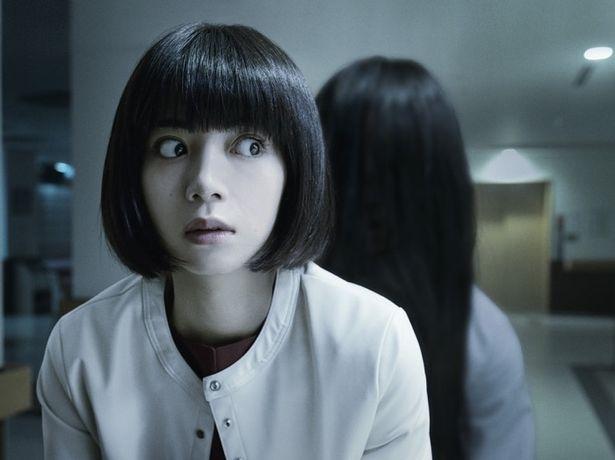 【写真を見る】令和になりパワーアップした貞子が池田エライザを襲う!