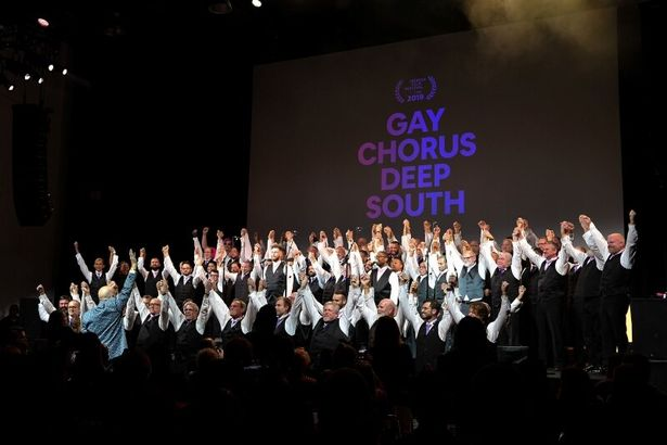 プレミア上映では、ドキュメンタリーに登場したコーラスグループが歌声を披露