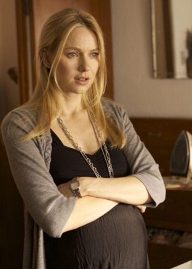 劇中でリアルな妊婦姿を披露したナオミ・ワッツ