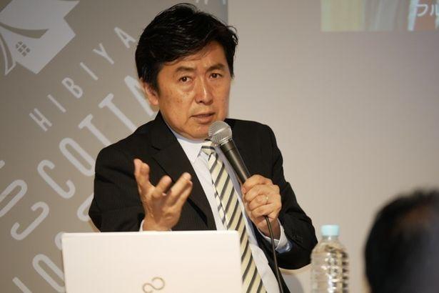 【写真を見る】講義にも思わず力がはいるフジテレビの笠井信輔アナウンサー