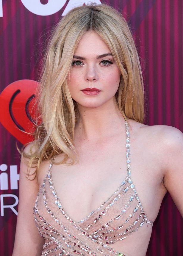 先日も裸と見間違う透けドレスで魅了したエルだが…