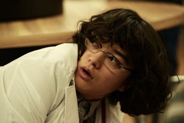 崇史の親友・智彦を演じるのは、実力派俳優の染谷将太
