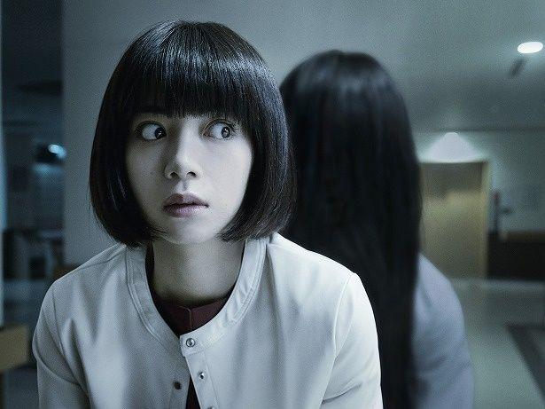 【写真を見る】飛び出そうに大きい目!恐怖に怯える池田エライザの表情に注目