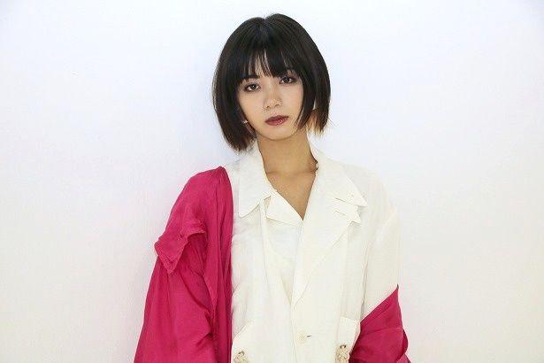心理カウンセラーの秋川茉優を演じた池田エライザ