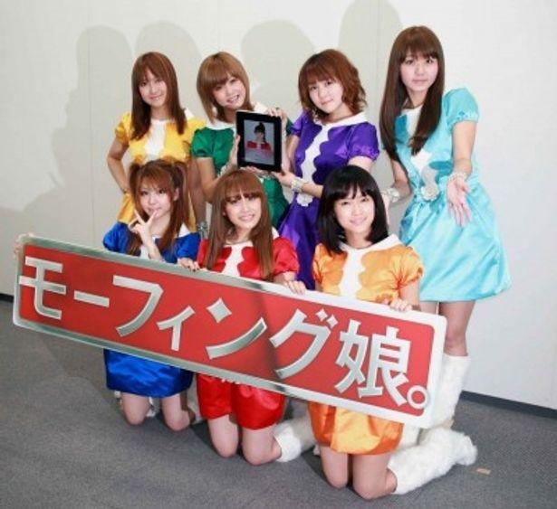 田中れいな、高橋愛、亀井絵里(写真前列左から)、リンリン、新垣里沙、光井愛佳、ジュンジュン(写真後列左から)