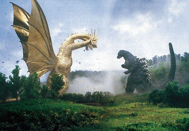 キングギドラの体長は140m、体重7万t。この時のゴジラは、恐竜ゴジラザウルスが核廃棄物を吸収して進化し、体長100m、体重6万tに