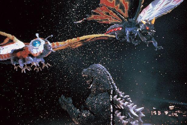 モスラ(写真左)は翼長175m、体重2万t。バトラ(写真右)は翼長180m、体重3万t