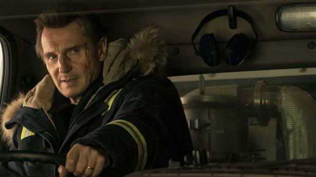 リーアム・ニーソン演じる除雪作業員が息子を殺した犯罪組織に復讐する『スノー・ロワイヤル』