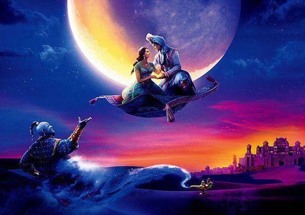 【写真を見る】魔法のじゅうたんに乗って夜空をかける!ロマンチックなシーンに胸キュン