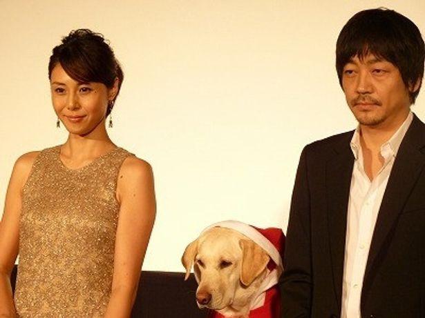 『犬とあなたの物語 いぬのえいが』舞台挨拶に登壇した松嶋菜々子と大森南朋