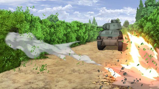 女子校生が操る戦車同士のバトルが熱い!(『ガールズ&パンツァー 最終章 第2話』)