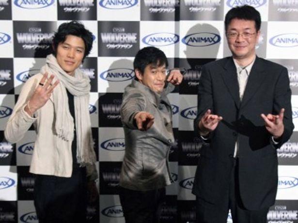 アニメ「ウルヴァリン」完成披露試写会に出席した(写真左から)鈴木亮平、小山力也、青山弘監督
