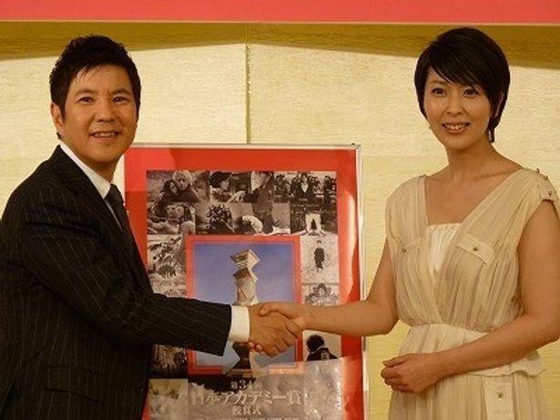 第34回日本アカデミー賞の司会を務める関根勤と松たか子
