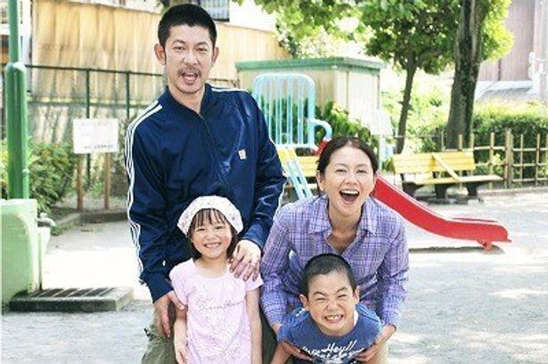 【写真をもっと見る】小泉今日子、永瀬正敏が共演した映画版『毎日かあさん』の一家集合シーン