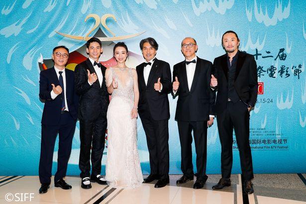 第22回上海国際映画祭で役所広司はレットカーペットイベントと記者会見に臨んだ