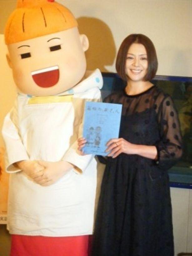 アニメ「毎日かあさん」アフレコ取材に出席した小泉今日子