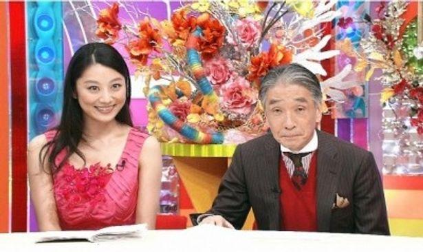 「納得!ウレスジ☆調査団」で司会を務める小池栄子、堺正章(写真左から)