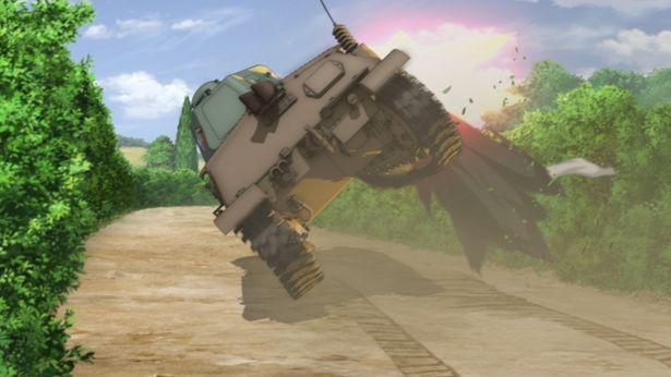不意打ちで吹き飛ぶ戦車