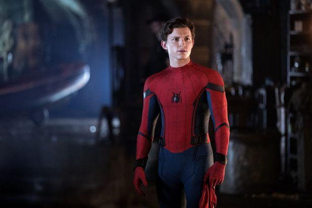 敬愛していた師のアイアンマンことトニー・スタークを失い、喪失感を抱いているピーター・パーカー(トム・ホランド)