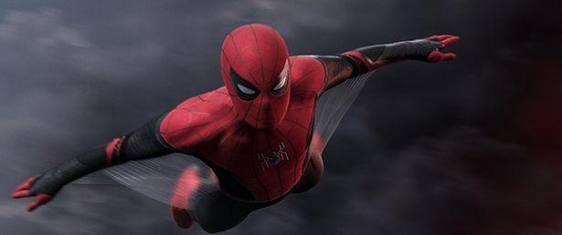 スパイダーマン=ピーター・パーカーが友達とのヨーロッパ旅行中にニック・フューリーに無理矢理任務を与えられる『スパイダーマン:ファー・フロム・ホーム』