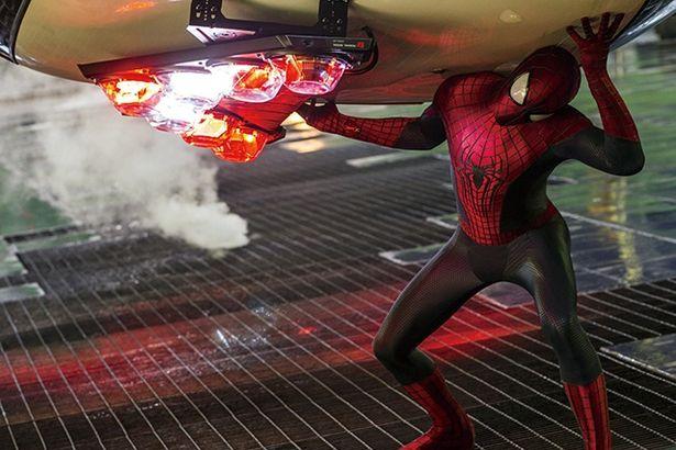 しなやかかつタフな体。背の高い『アメイジング・スパイダーマン2』などガーフィールド版はよりスポーティな印象だ