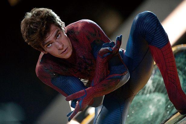 『アメイジング・スパイダーマン2』ではけがした患部を糸で応急処置していた