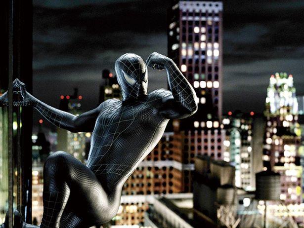 宇宙生命体ヴェノムに寄生され、お馴染みの赤青スーツが真っ黒に変わった『スパイダーマン3』