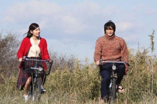「朝の連続テレビ小説 ゲゲゲの女房」で夫婦を演じた松下奈緒と向井理が紅白の会場でそろう