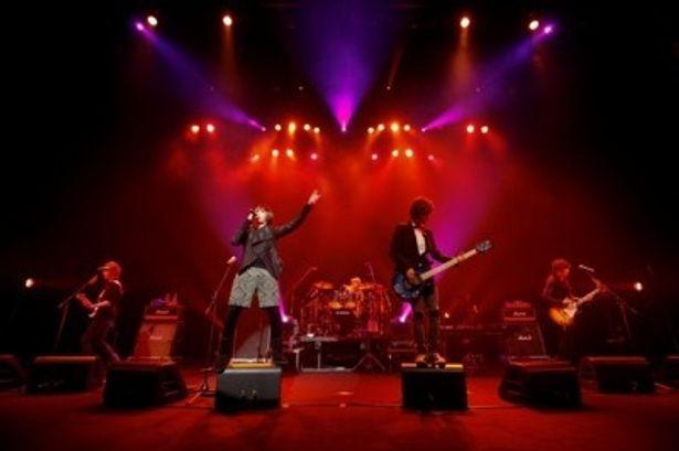 ライブではインディーズ時代の「Stars」など全26曲を演奏したFTIsland