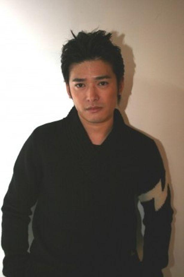 「LISMOドラマ」の第20弾「婚前特急-ジンセイやっぱ21から-」でチエ(吉高)のいとこ・ジローを演じる高岡蒼甫