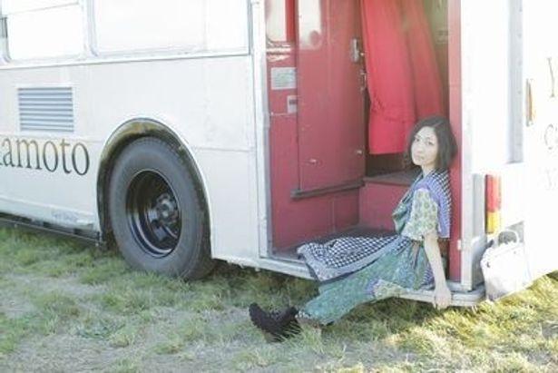 2010年に歌手デビュー15周年を迎えた坂本真綾。今年も3月からツアーで全国を飛び回る