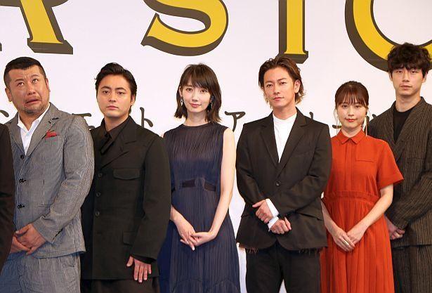ケンドーコバヤシ、山田孝之、波瑠、佐藤健、有村架純、坂口健太郎(左から)が登壇