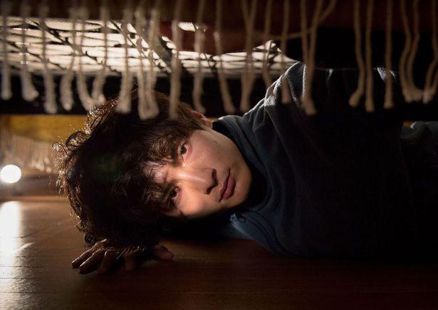 高良健吾が愛する女性のベッド下に潜り込む…『アンダー・ユア・ベッド』