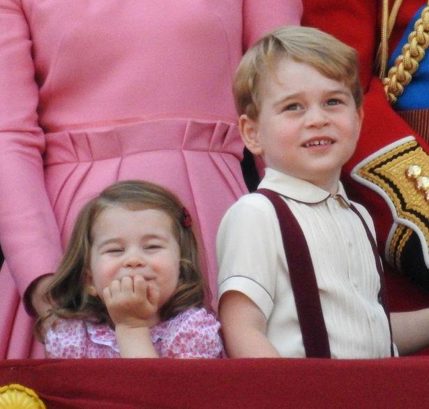 夏休み中のジョージ王子とシャーロット王女、サマーフェスティバルへ