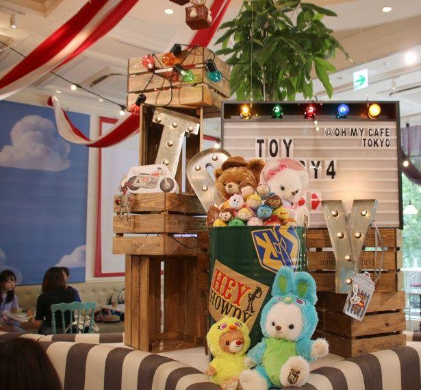おもちゃたちがたくさんいる店内にテンションアップ!