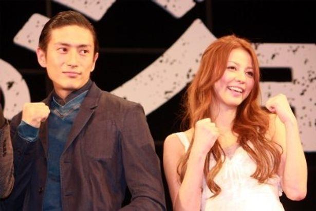 『あしたのジョー』の完成会見に登壇した伊勢谷友介と香里奈