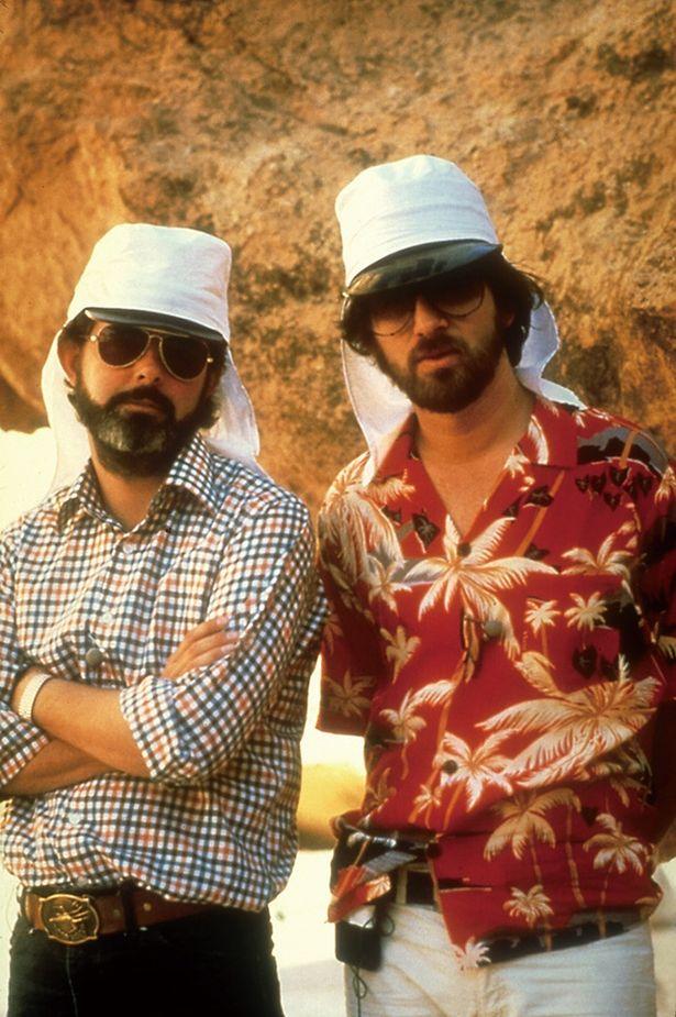 『レイダース/失われたアーク《聖櫃》』(81)撮影時のスピルバーグ(右)とジョージ・ルーカス