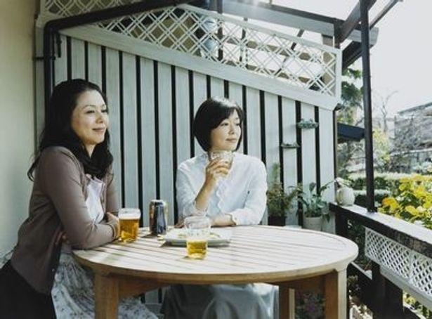 京都の街に暮らし始めた三人の女たちの穏やかな日常を描く。松本佳奈監督は本作が初監督作品となった