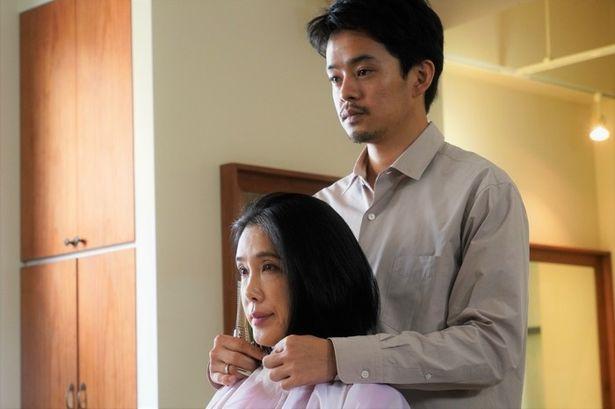 初共演となる筒井真理子と池松壮亮の不思議な緊張感が流れる本編冒頭映像が公開
