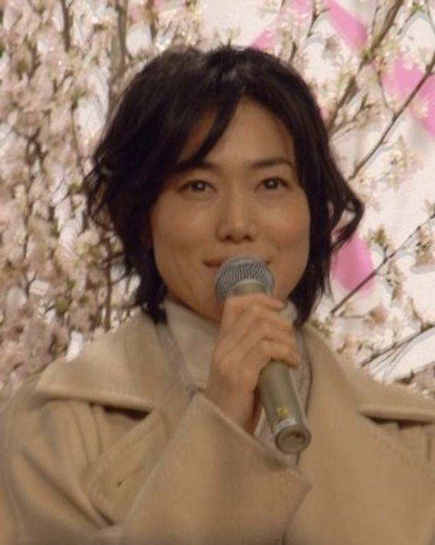 専業主婦の萌奈美を演じる今井美樹