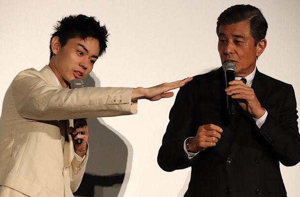 菅田将暉の力説に、舘ひろしは大照れ!
